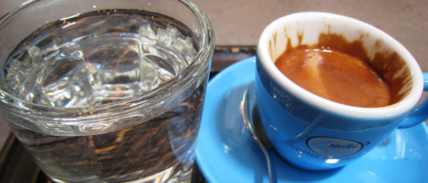 Espresso mit Wasser
